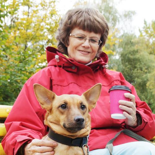 Francis woont met hond Tommie en krijgt begeleiding thuis